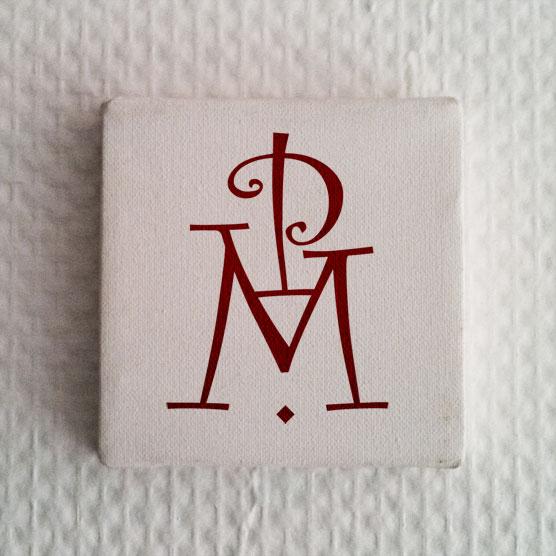 Monogramme initiales imprimées sur tableau petit format